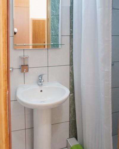 apartman u pirotu kupatilo