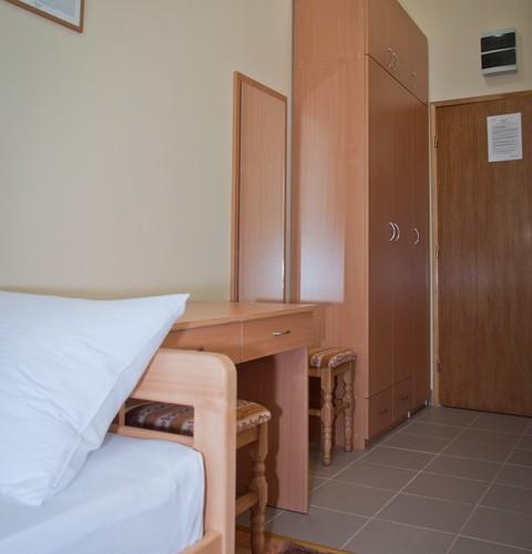 dvokrevetna-soba-pirot-hotel-alma